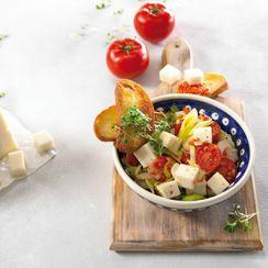 Салат из лука-порея и чечевицы с козьим сыром